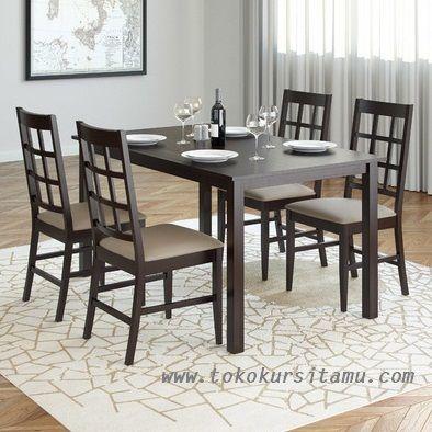 Set Meja Makan Jati Minimalis SMK-001 ini terbuat dari kayu jati perhutani (TPK) di desain minimalis modern sehingga tampak mewah dan berbeda.