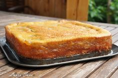 O nebunie de prajitura, aceasta prajitura turnata cu mere!!!!!!!! :P Am facut-o mai demult cu branza si a iesit la fel de delicioasa. O sa va indragostiti si voi de ea si, mai important, copiii v...