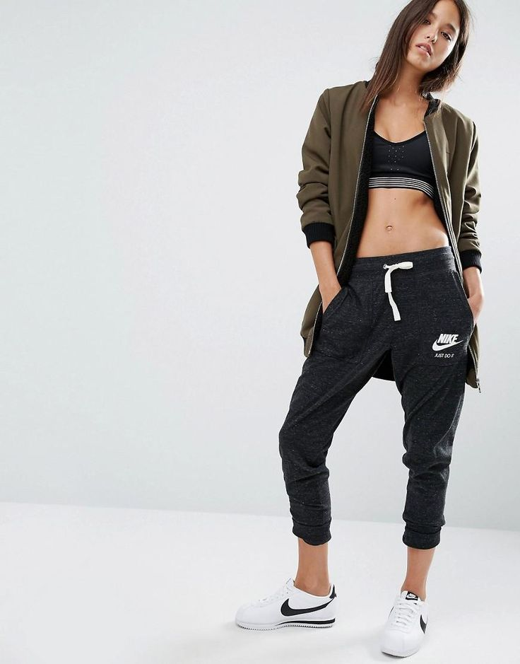 Nike   Pantalones de chándal de tejido lavado vintage con logo pequeño de Nike en ASOS