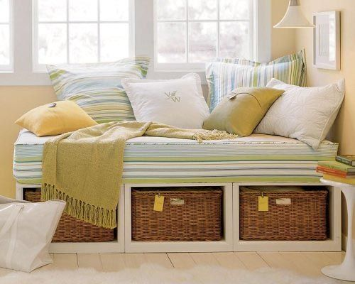 daybed: Day Beds, Bedrooms Storage, Reading Nooks, Rooms Ideas, Small Spaces, Baskets, Guest Rooms, Daybeds, Window Seats