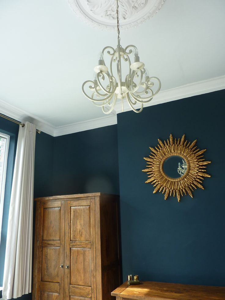farrow and ball cabbage white ceiling with Hague Blue walls.