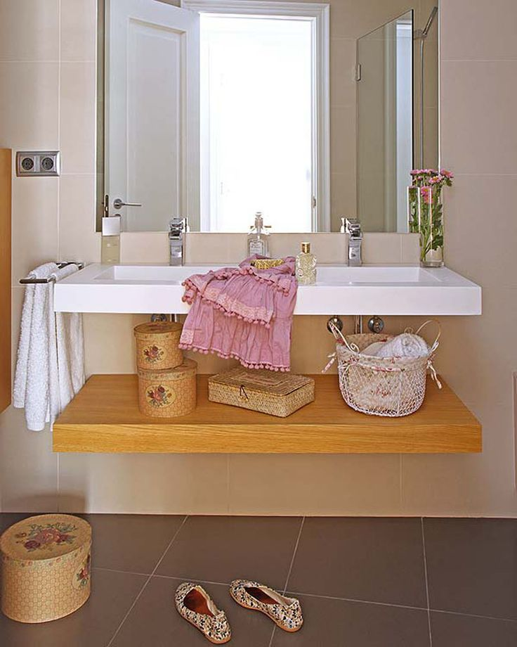 Creative Bathroom Accessories Set Interior