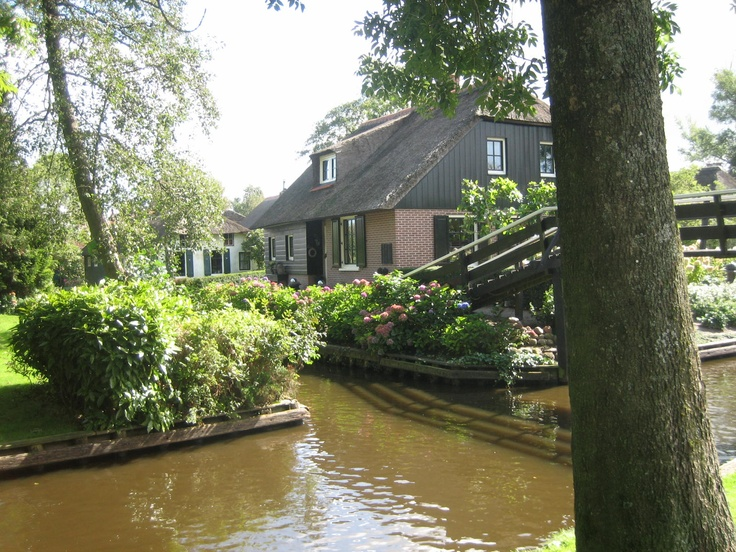 Giethoorn: Special Places, Dutch Village