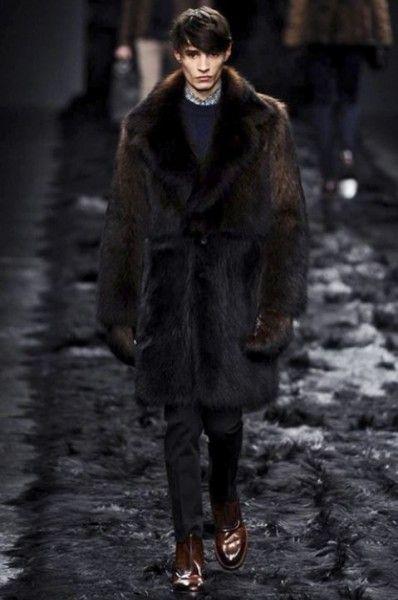 sfilata-fendi-uomo-autunno-inverno-2014-2015-pelliccia-scura