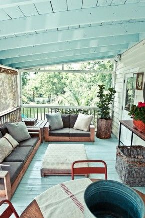 The paint on the ceiling changes the vibe.Love the color. Very relaxing and natural outdoor light!