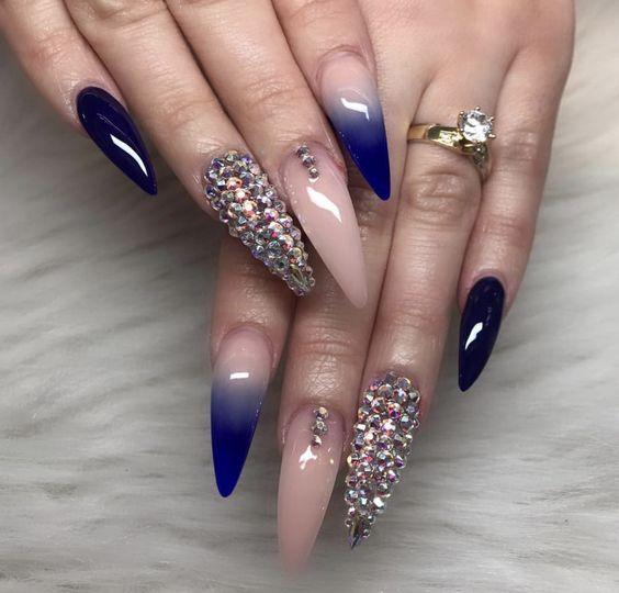 Der Stiletto-Nagel ist eine wunderschöne Form, die derzeit in Mode ist. Dieser Nagel … – B O D Y | S O U L | B E A U T Y