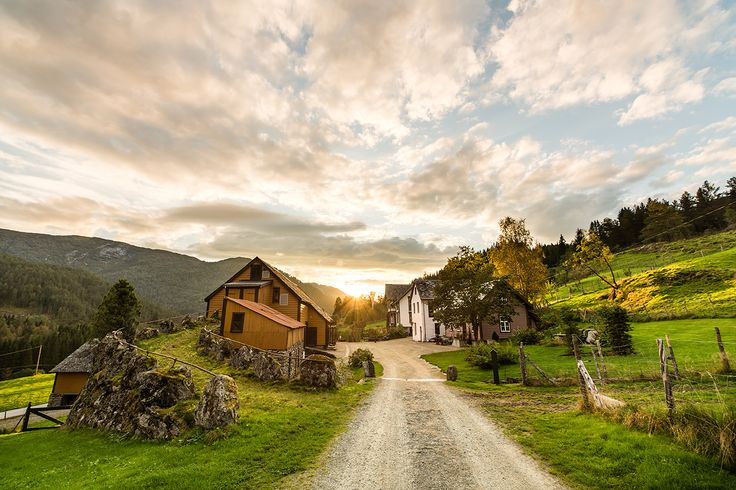 Villa Åmot combines luxurious settings with a rural idyll. A stay here should be an experience for all the senses.   www.dehistoriske.com/destinations-in-norway/nordfjord-and-sunnfjord/hotels/villa-amot/