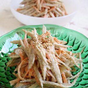 デパ地下の味をおうちで簡単に ごぼうとにんじんのサラダ by 岸田夕子(勇気凛りん)さん | レシピブログ - 料理ブログのレシピ満載! すし酢を使って簡単調味のサラダです。