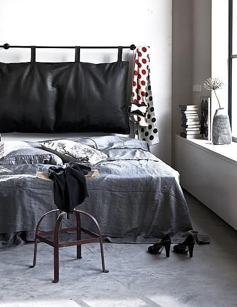 Dankzij zwart ademt een slaapkamer al snel luxe, net als in een hotelsuite.