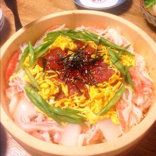 五目寿司ベースに、鮪の醤油麹漬け、烏賊の塩レモン和え、ままかり酢漬け、カニカマ、錦糸卵、隠元塩茹で - 14件のもぐもぐ - ちらし寿司 by ekosmz