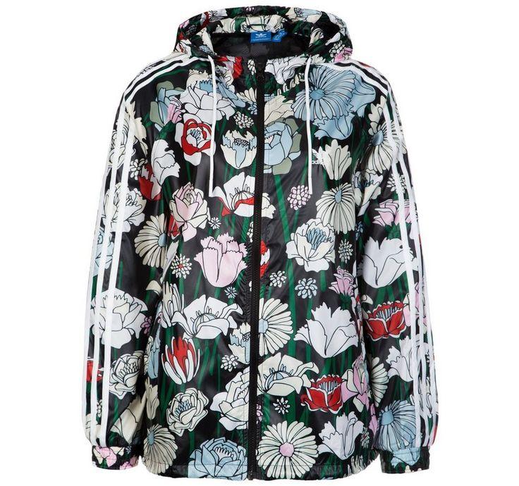 #adidas #Originals #Damen #adidas #Originals #Windbreaker #Jacke #Damen #bunt Windbreaker Jacke Damen Die Windbreaker Kapuzenjacke präsentiert sich mit einem stylischen Allover-Muster und überzeugt durch angenehmen Tragekomfort und Bewegungsfreiheit. Das florale Allover-Muster wirkt als absoluter Hingucker und verleiht deinen Outfits eine frische, fröhliche Note. Die leichte Jacke mit Kordelzug-Kapuze und durchgehendem Reißverschluss verfügt über Raglanärmel für natürliche…