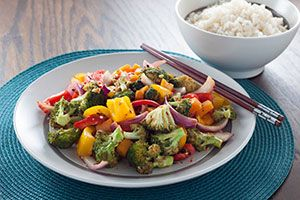 Absolutely loaded with flavor, this simple stir-fry @DinnerbyDesign by @Cassi1986