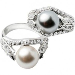 I'm crazy about pearl rings: Loved these!