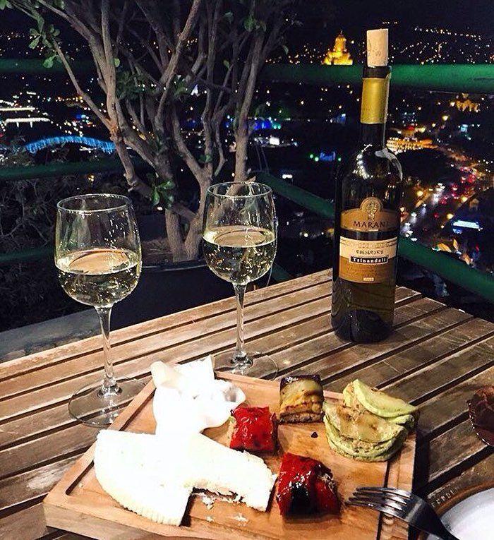 geotrvlВечер должен быть тёплым и приятным! В Грузии все вечера именно такие! #тбилиси #tbilisi #грузия #georgia #туризм #tourism #travel #путешествие #trip #georgiatravel #грузиялюбовьмоя #georgiamylove #старыйгород #oldtown #nice #niceplace @geotrvl