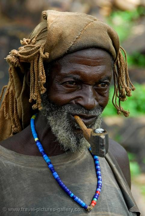 dogon man with a traditional hat and pipe   люди # people ...