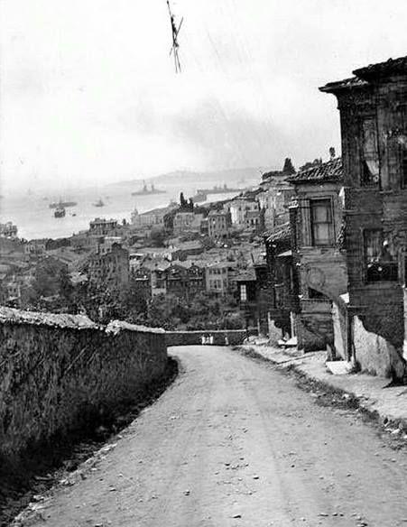 1910 yıllarında Ortaköy. Bu günkü Portakal Yokuşu civarı.