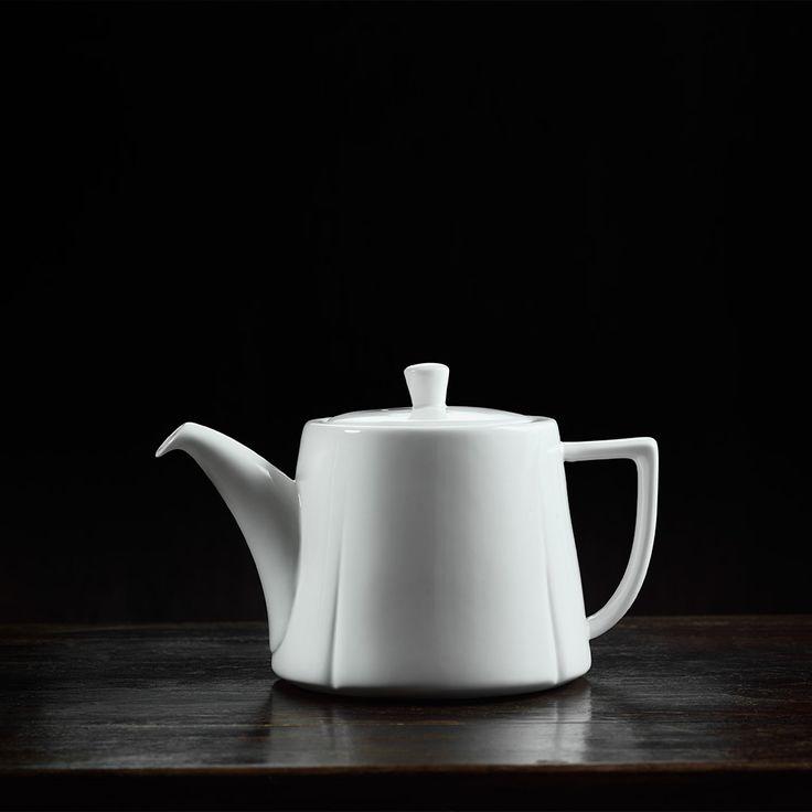Dzbanek do herbaty - GRAND CRU - DECO Salon. Classic porcelain jug for coffee or tea #rosendahl #kitchenaccessories #kuchnia #giftidea #scandinaviandesign