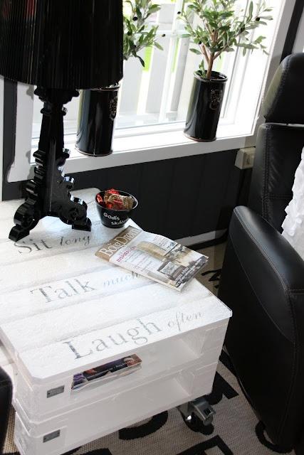 DAISYS HOME: Månedens interiørblogger i BOLIGDRØM og prosjekt Pallebord....  #pallet table