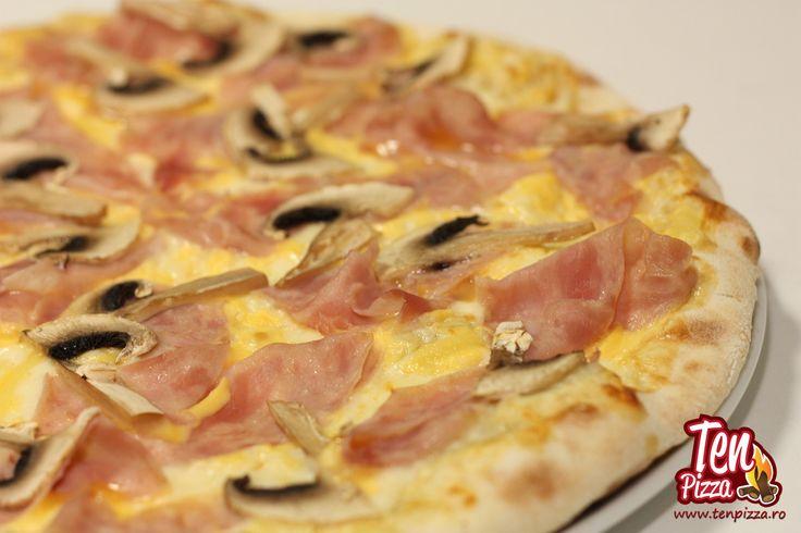 Pizza Uovo Prosciutto -  Ou, mozzarella, sunca, ciuperci proaspete