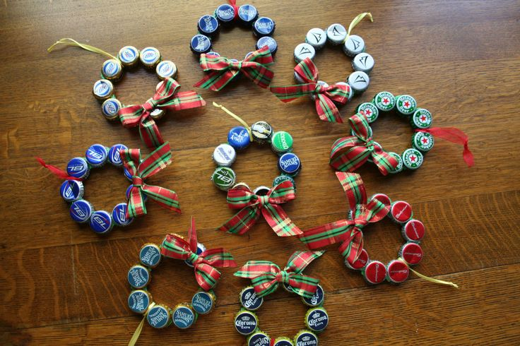 Upcycled beer bottle cap christmas ornament diy for Crafts to do with beer bottle caps