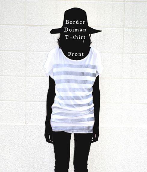 ボーダーのラインをローラーで引いたドルマンTシャツです。後ろ肩には自作絵本のキャラクター『1君』が手を振っているプリントが(3枚目の画像)着丈が長めでチュニッ...|ハンドメイド、手作り、手仕事品の通販・販売・購入ならCreema。