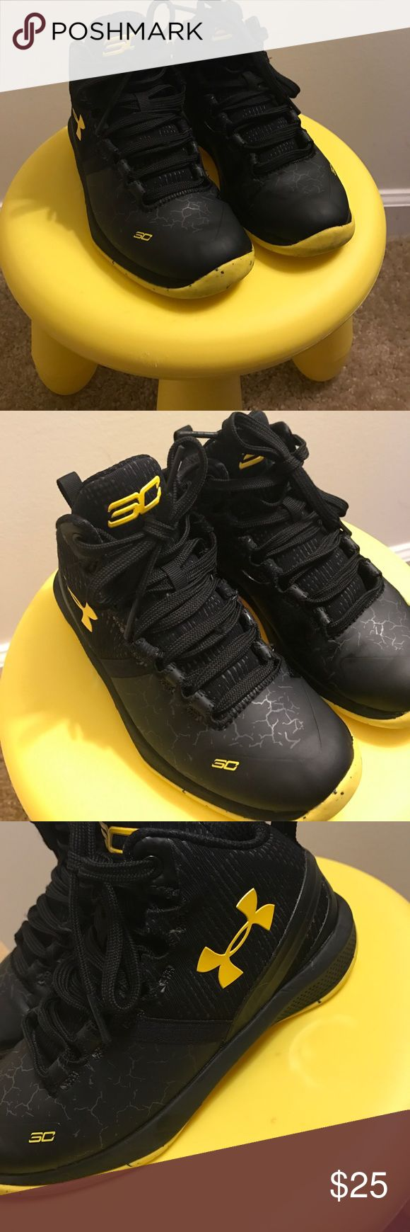 Stephen Curry Under Amour Shoes Black and yellow SC, there's a little wear (love) but it's not really noticeable! They're still in awesome condition, the traction is still perfect, they're awesome basketball shoes. Under Armour Shoes Sneakers