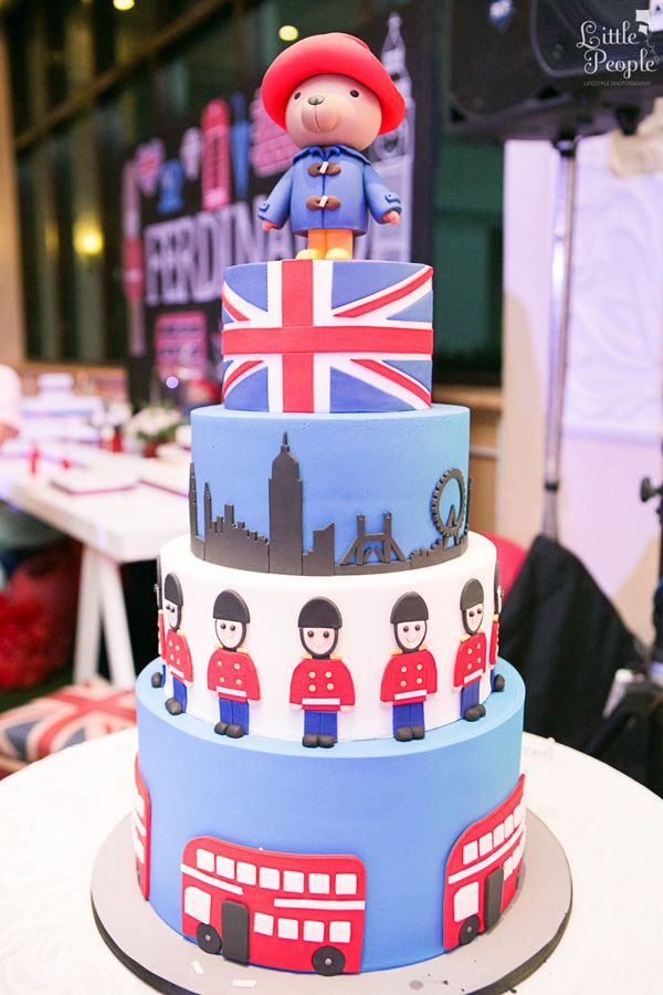 London-themed Birthday Cake | http://babyandbreakfast.ph/2015/10/05/a-british-invasion-bash/ | Photo by Little People Photography