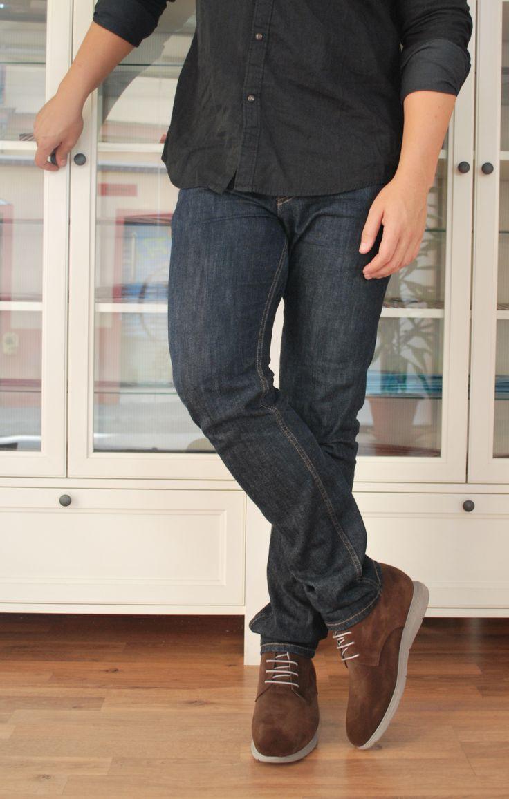 Este otoño no te olvides de los tonos marrones con tus vaqueros de siempre. El modelo Varese, en color marrón, es ideal para combinar con vaqueros o pantalones similares. También lo tenemos en color azul. #zapatosconalzas #masaltos #moda #hombre