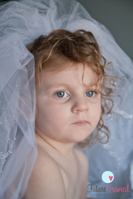 Little girl, wedding dress