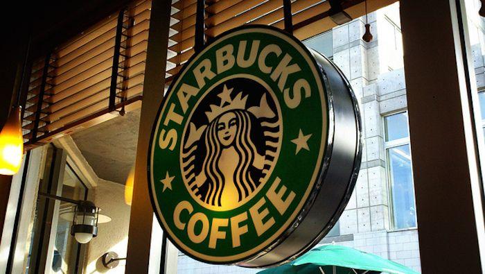 Η ΜΟΝΑΞΙΑ ΤΗΣ ΑΛΗΘΕΙΑΣ: Πίνεις φραπουτσίνο από τα Starbucks πάρε κι ένα φτ...