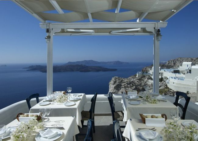 Caldera (Santorini, Grécia) and 34 other astonishing restaurants views around the world