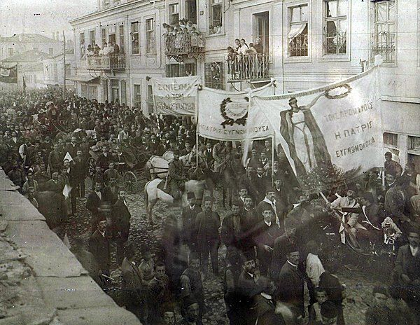 Triumphal entry of Makedonomachi (Greek fighters for the liberation of Macedonia from foreign occupation) into #Monastiri, 1908. Monastiri back then consisted mainly of Greek/Vlach population. #Macedonia