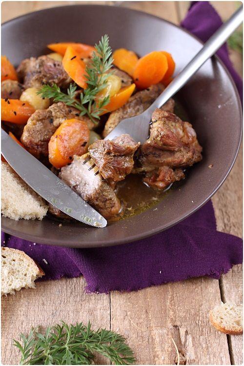 Le sauté de porc est une viandegoûteuse, tendre et qui se cuisine facilement. 1h30 de cuisson à la cocotte et vous obtenez une viande fondante. Elle es