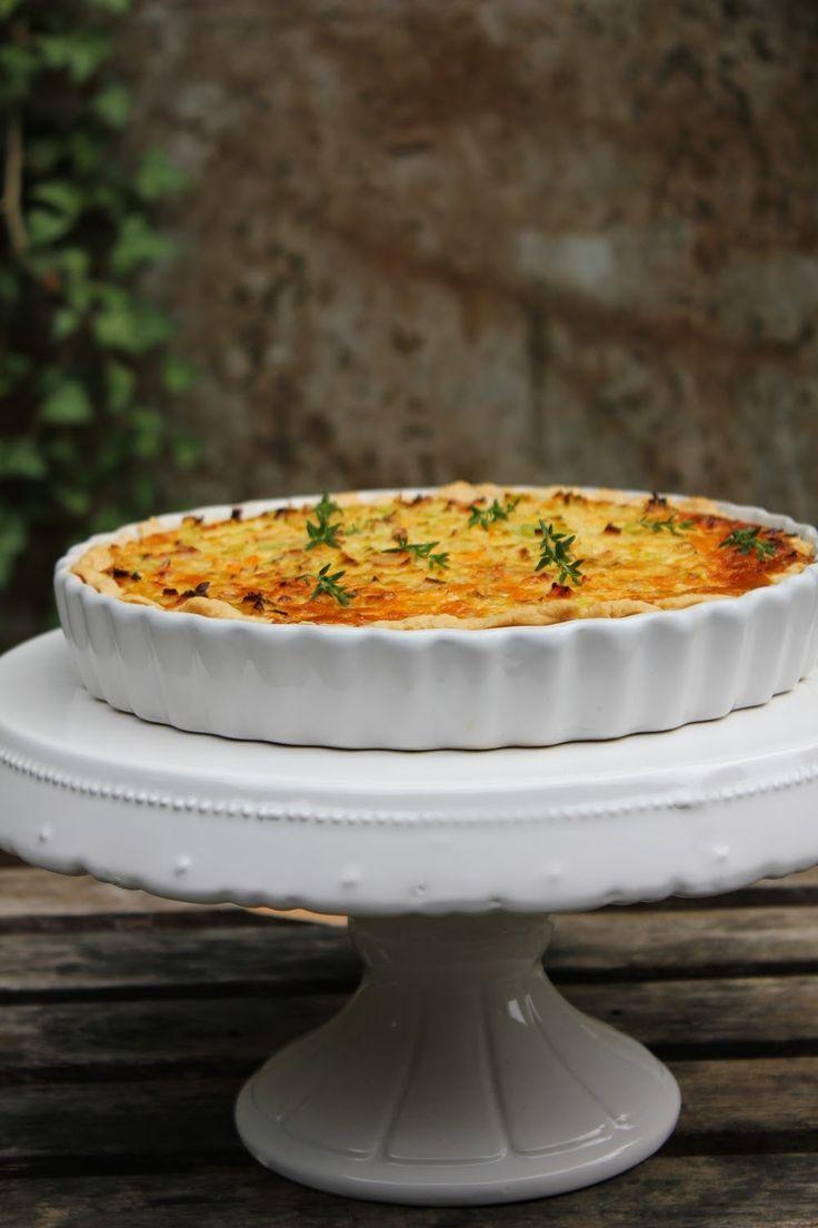 Gemüsetarte, die ideale Resteverwertung von Gemüse, eine Tarte aus Mürbeteig mit Gemüse, Sahne und Eiern, gehaltvoll, lecker und gesund. Und hier ist das Rezept http://wolkenfeeskuechenwerkstatt.blogspot.de/2014/07/gemusetarte-oder-hilfe-was-mache-ich.html