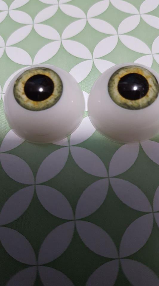 24mm plastic light hazel eyes