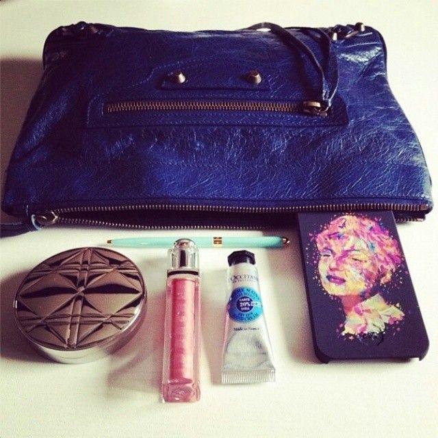 @FloraDalleVacche from @florasrunway.it + Rita #TwentyfiveSeven #kaneda #RitaHayworth #cover #iphone #fashion #blogger #bag #Balenciaga #makeup #Dior #blue #hinnovation #habra