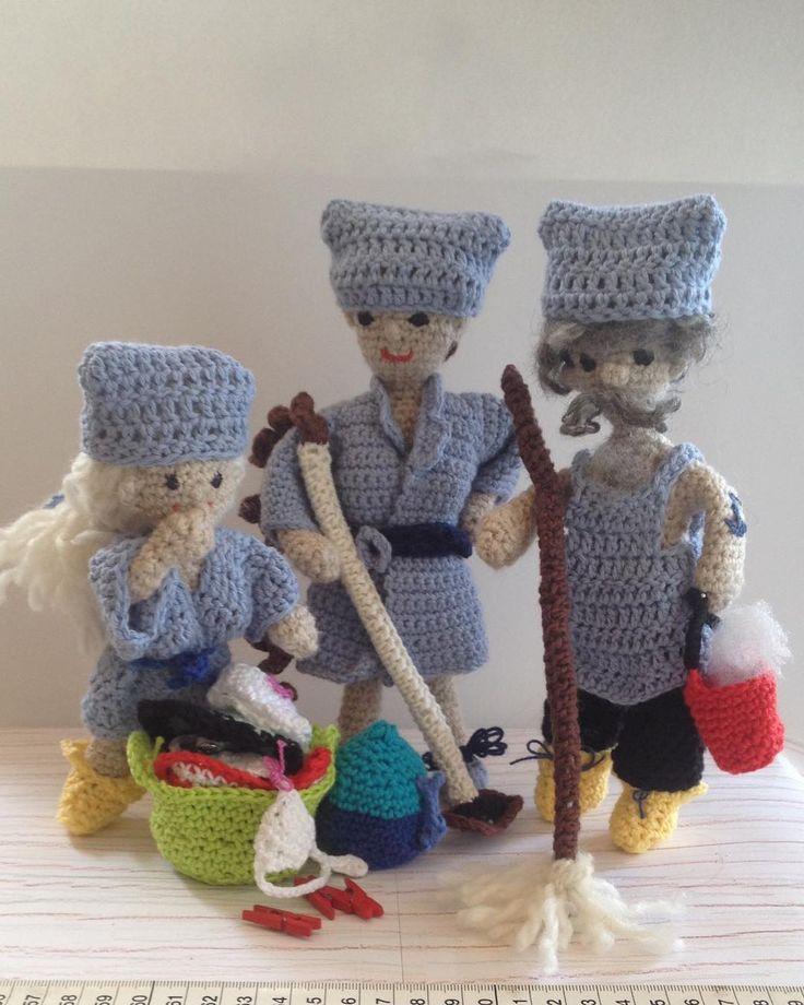 The team  #faitmain #diy #ilovecrochet #crocheterofinstagram #amigurumi #amigurumilove #verka #handmadedoll #handmadedolls #crochet #handmade #handmadetoy #handmadetoys #hjemmelavet #crocheting #instacrochet #mini #crochetlove #crochettoy #ilovecrochet #crocheterofinstagram #amigurumi #amigurumilove #verka #handmadedoll #handmadedolls #springcleaning #teamwork #nettoyagedeprintemps #forårsrengøring #cleaning #nettoyage #rengøring #team by tante.odette