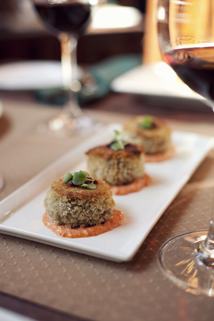 Mmm, panko crused crab and shrimp cakes! #selkirkgrille #heriageparkyc