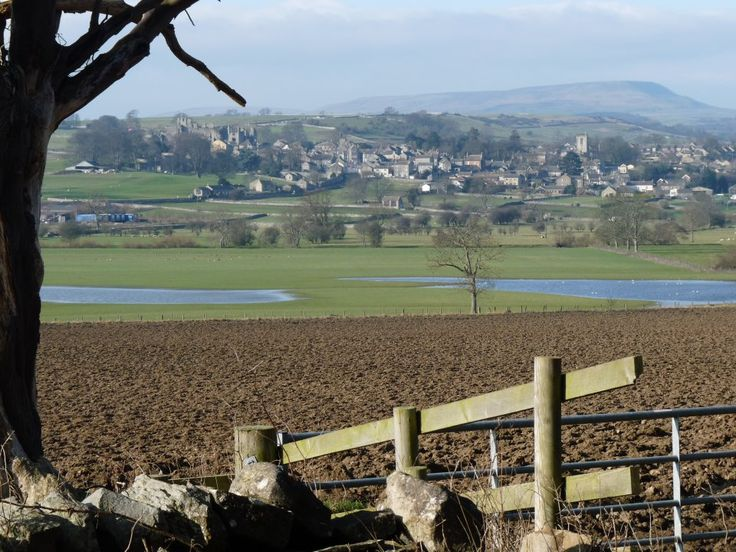Wensleydale. View of Middleham with its castle and Penhill in the background