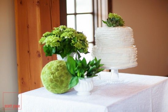 very fun photoshoot at the Silvertip resort! (http://www.silvertipresort.com) delicious wedding cake!  Design & Logistics: Cherry Tree Occasions (http://www.cherrytreeoccasions.com)  Photo: Scott Gage Photography (http://scottgage.ca)  Florals: Forget Me Not (http://www.banffflowers.com)  Rentals: Special Event Rentals Banff (http://www.banffspecialeventrentals.com) & CDM Consulting Group (http://www.cdmgroup.ca)  Cake: Cake Rhapsody (http://www.cakerhapsody.ca)