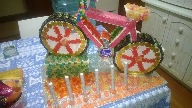 Travis 6th Birthday Cake - a Sweet Cake!