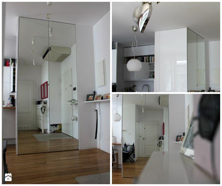 Szafa z lustrem z bokiem lakierowanym na wysoki połysk Hol / Przedpokój - zdjęcie od Szafawawa