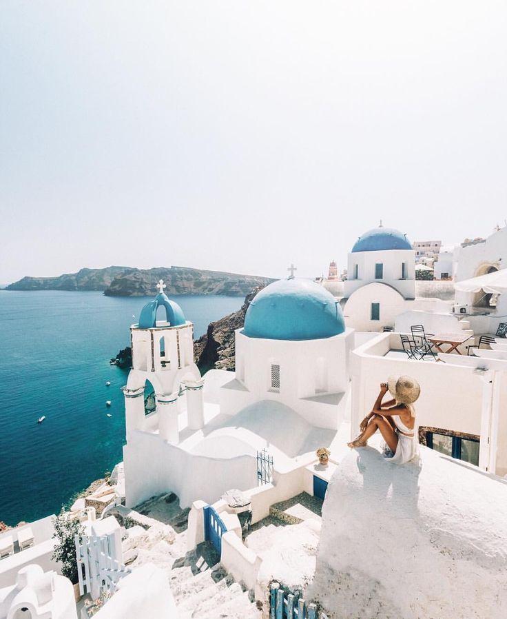 "LAUREN BULLEN az Instagramon: ""Missing these Santorini views, but pretty excited…"