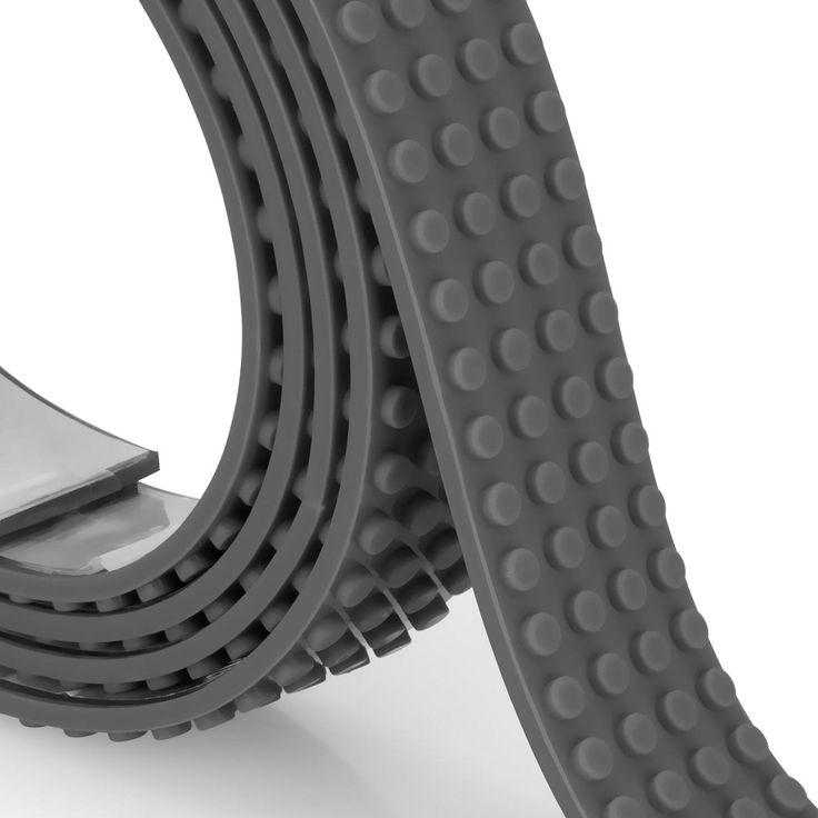 Grijze Mayka Block Tape, 4-noppen breed en 2 meter lang. Met de ZURU Mayka Tape verander je elk oppervlak in een bouwplaat! De noppen zijn compatible met de bekende bouwblokjes zoals LEGO®. Knip, vorm en plak overal! Heel handig is dat de zelfklevende tape eenvoudig weer kan worden verwijderd én opnieuw gebruikt.Afmeting: lengte 2 meter - Mayka Block Tape Grijs, 4-nops 2 meter