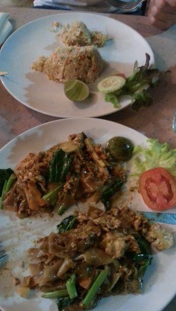 Pad Thai und Reis mit Chicken
