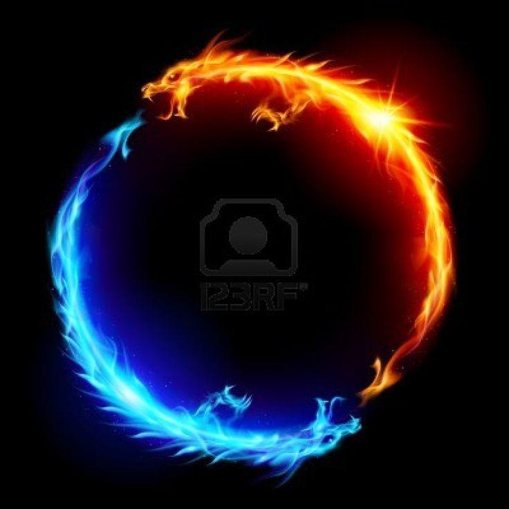 Anillo de dragones de fuego azul y rojo. Foto de archivo