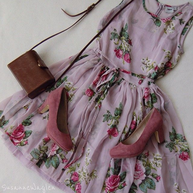 Lilac dress , little leather satchel and great heels ! Perfect spring outfit, for everyday wear or for an occasion (wedding guest outfit perhaps?)