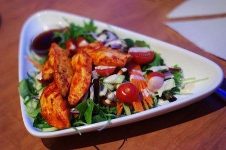 Insalatona piatto unico: con lattuga e pollo tandori   Ricette di ButtaLaPasta