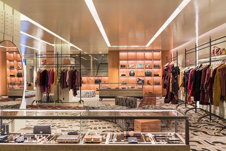 Vivienne Westwood Parigi   prima boutique monomarca   Rue Saint-Honoré   Parigi   foto  