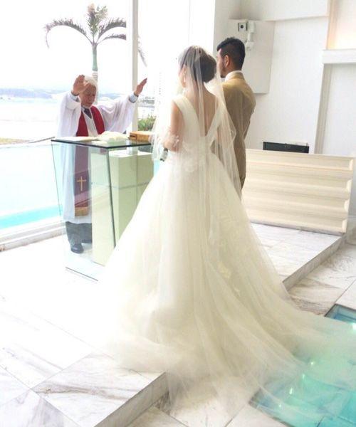beach wedding ! dress:Carolina Herrera/Chloe  チャペルから見える海は、おふたりをキラキラと輝かせていました。 weddingdress wedding beash resort party friends love
